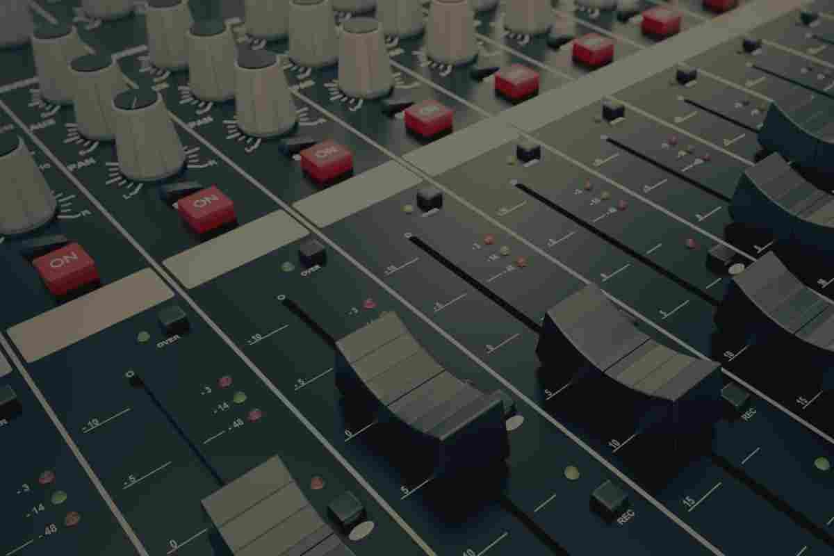 http://crazy-musique.fr/wp-content/uploads/2017/05/studio_service_01.jpg